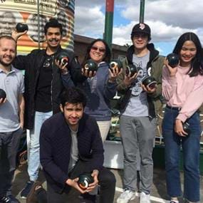 18luck新利平台墨尔本大学的一支葡萄运动,一系列的草坪。